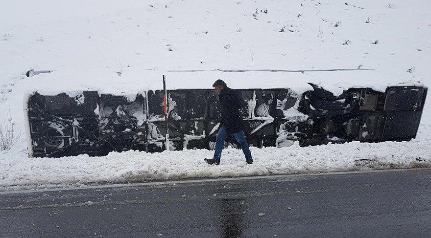 Koyulhisar'da otobüs devrildi: 16 yaralı
