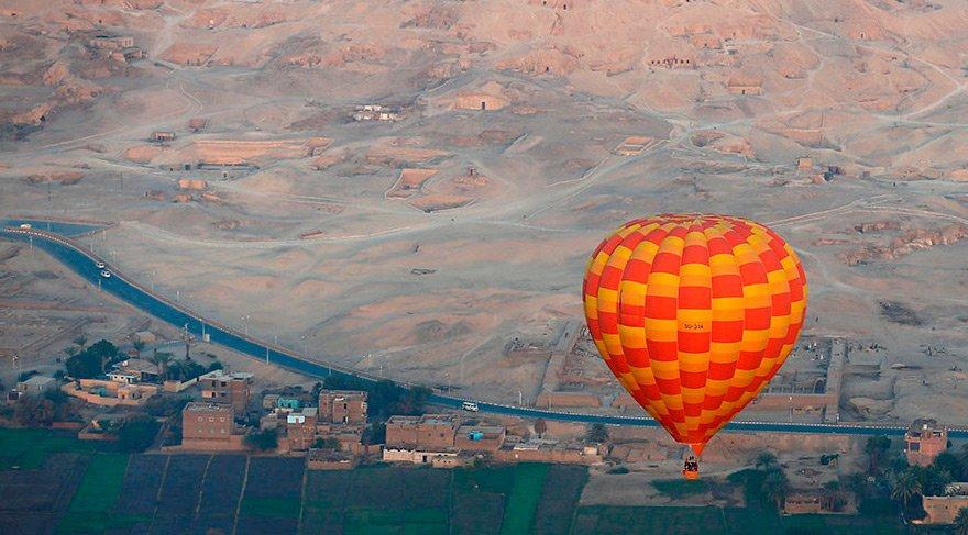 Mısır'da turistleri taşıyan balon düştü: Çok sayıda yaralı var