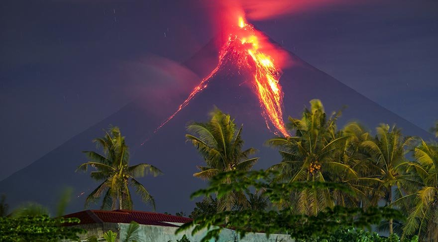 Mayon Yanardağı patladı
