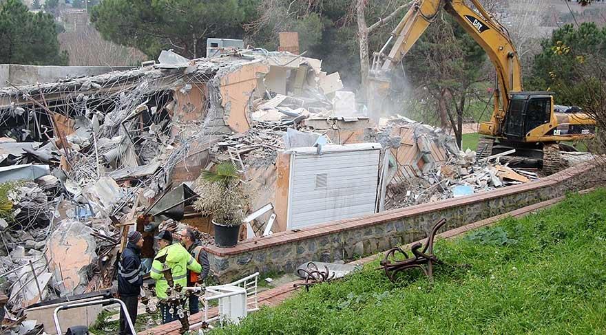 Maçka Parkı'nda kafeler yıkıldı