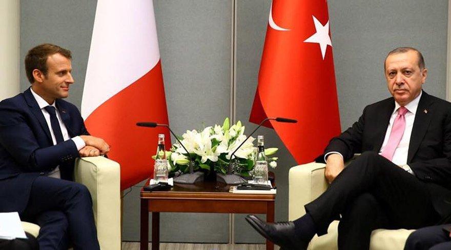 Cumhurbaşkanı Erdoğan, Fransa'da Macron ile bir araya geldi