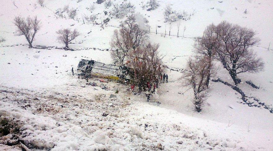 Yolcu otobüsü dereye uçtu: 6 ölü, 24 yaralı