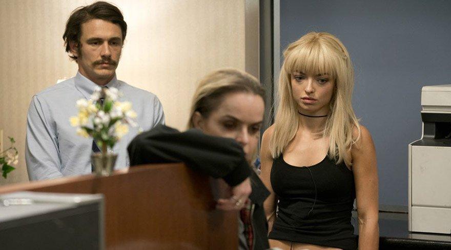 Müdür Yardımcısı Ed Maas, paranın bir kısmını alması karşılığında Leah ve Vee'yi alt katta bulunan kasaya götürür. Ancak umduklarından çok daha farklı bir şeye ulaşacaklardır. Zira kasada duran şey para değil dehşetin ta kendisidir.