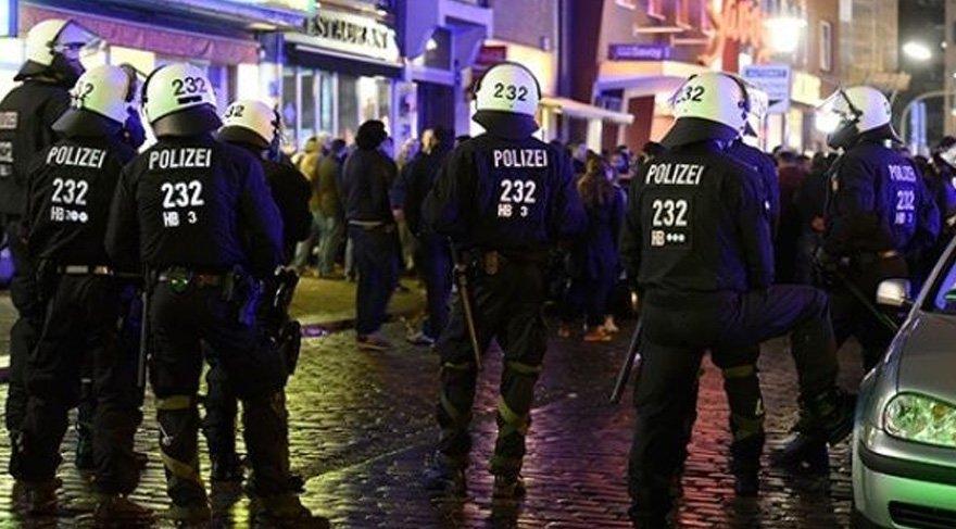 Almanya'da Öcalan'a yasak, YPG'ye izin