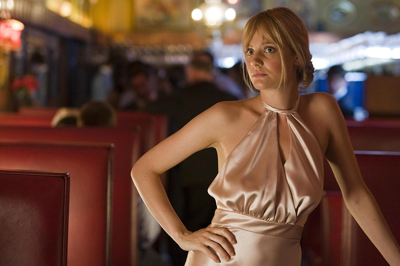 """Romola Garai Harvey Weinstein, Britanyalı aktrisi 18 yaşındayken özel olarak odasına çağırdı. Romola olayı şöyle anlattı: """"Bana, """"Onun kişisel onayını almak gerekiyor"""" diye söylendi. Odasına gittiğimde Weinstein bornozu ile beni bekliyordu."""" """"Daha 18 yaşındaydım, o an kirlenmiş hissettim."""" diyerek ekledi."""