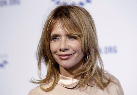 Rosanna Arquette Bir otelde Weinstein ile buluşan oyuncu da iğrenç bir tacize uğradı. Weinstein genç oyuncuyu, erekte haldeki penisine dokunması için zorladı. Korkunç tacizi anlatan Rosanna, ayrıca 90'lı yıllardaki kariyerinin Weinstein yüzünden zarar gördüğünü de anlattı.