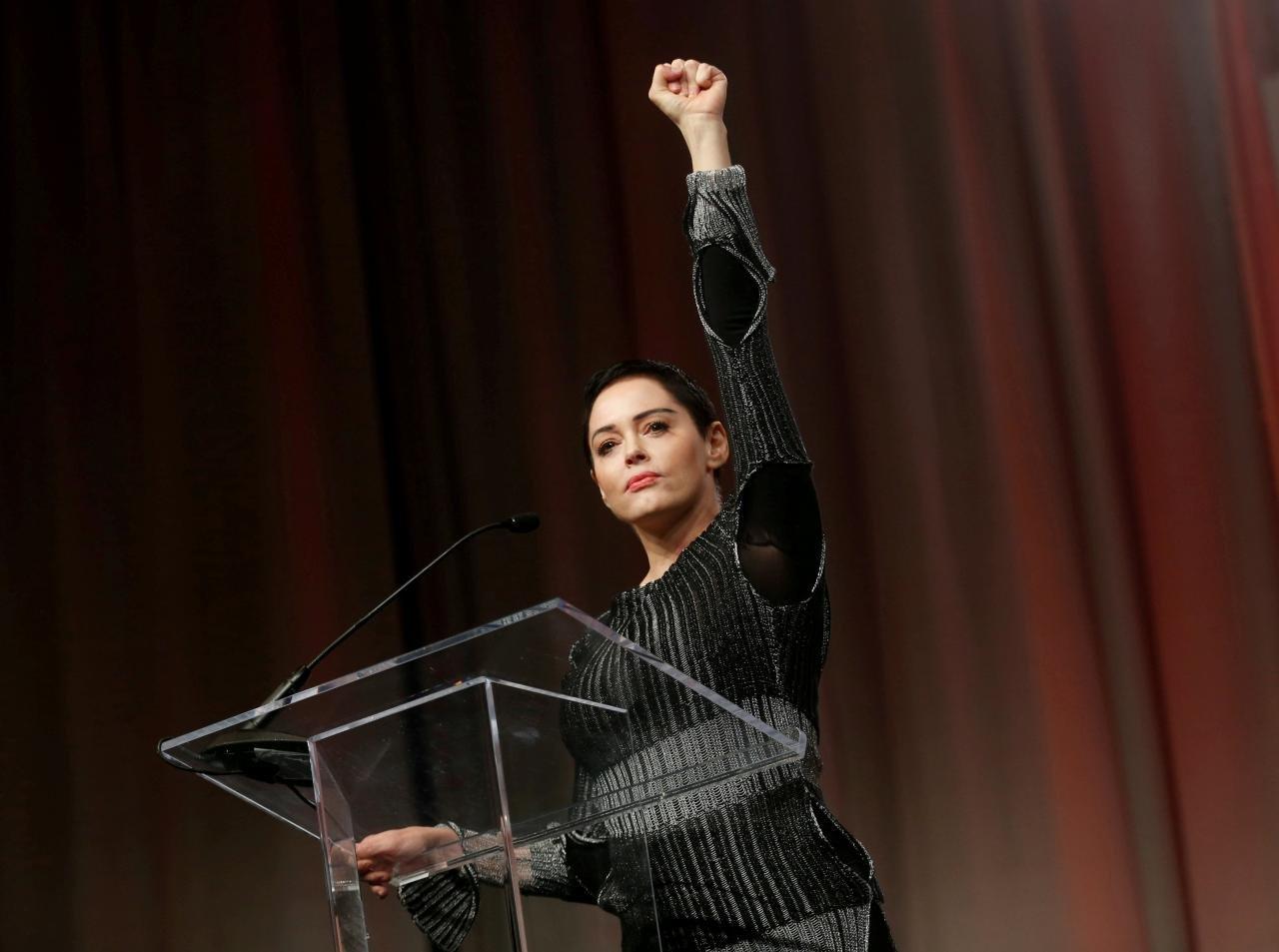 Rose McGowan Oyuncu, 1997 Sundance Film Festivali sırasında 'yaratık' olarak adlandırdığı Weinstein'ın cinsel tacizine uğradığını itiraf etti.