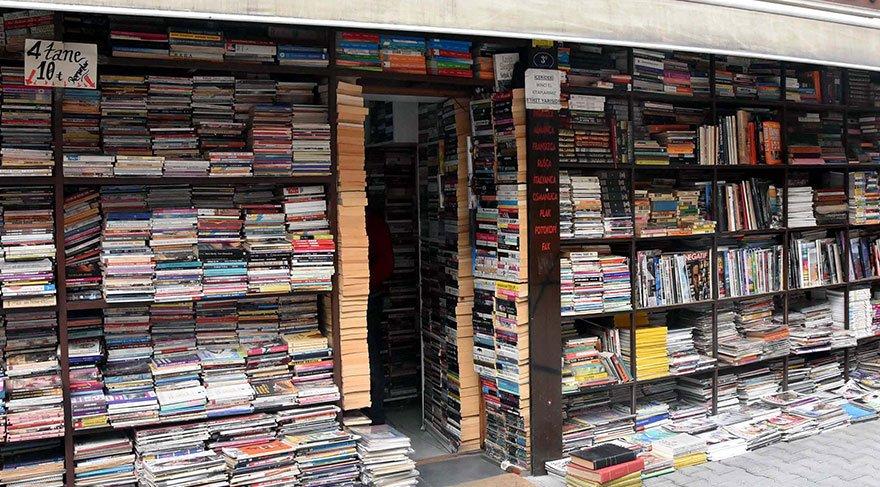 Eski kitaplardan toplanan tezgah şimdi dev bir sahaf oldu