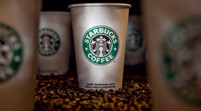 Starbucks'ta tek kullanımlık kahve kupaları artık ücretli olacak