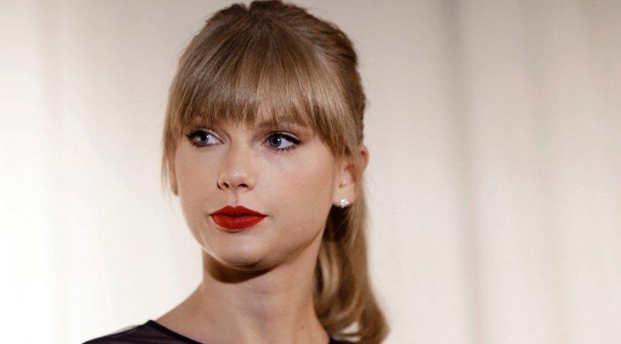 Taylor Swift sınıfta kaldı!