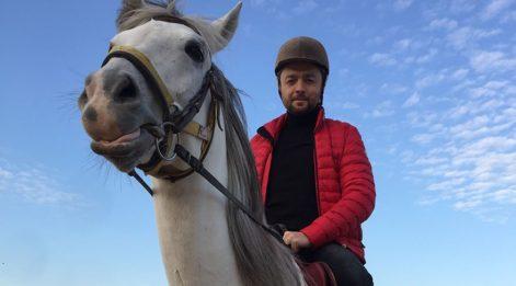 Ünal Zorer: At binmek terapi gibi...