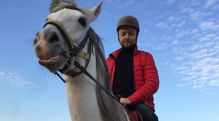 Ünal Zorer: At binmek terapi gibi…
