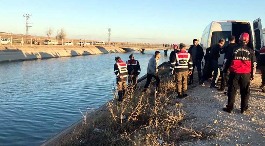 Otomobil sulama kanalına uçtu; 2 kişinin cesedi çıkarıldı