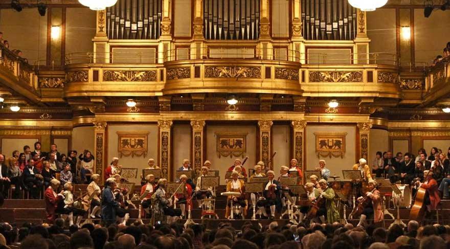 Bir yılbaşı klasiği Viyana Filarmoni Orkestrası, performansa başladı