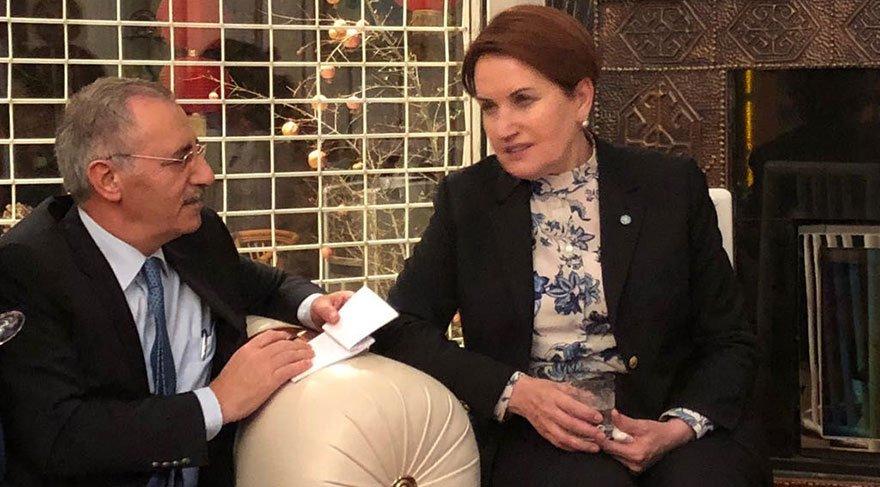 """TÜRKİYE'Yİ VASATLAŞTIRIYORLAR İYİ Parti Genel Başkanı Meral Akşener, Ankara Temsilcimiz Saygı Öztürk'ün gündeme ilişkin sorularını yanıtladı. Akşener, """"Türkiye'yi bilerek vasatlaştırıyorlar"""" dedi."""