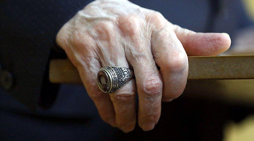FOTO: Sözcü/Zekeriya Albayrak. Bahçeli'nin dikkat çeken Afrin yüzüğü. Antalyada gazetecilerle sohbet eden Bahçeli yüzüğünü şu sözlerle anlatmıştı