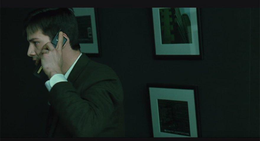 Matrix'in ilk filminde Matrix'in ilk filminde Neo 8110 ile konuşuyordu. Keanu Reeves'in canlandırdığı Neo karakteri 8110 ile konuşuyordu.