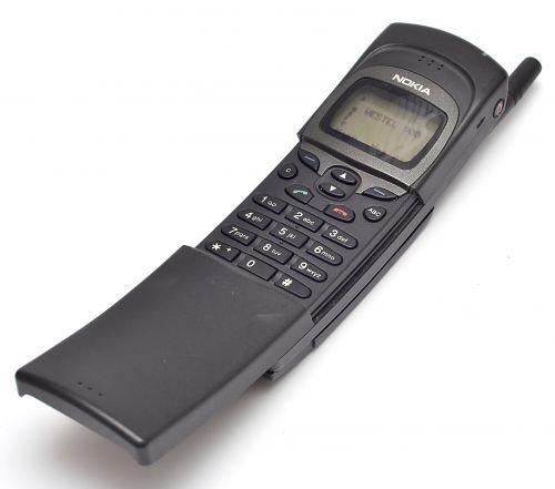 Nokia 8110 1996 yılında piyasaya sürüldü.