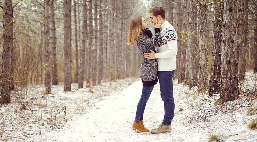 Yeni başlayan ilişkiler gayet romantik, duygusal, merhametli olacak. Hatta belki kendinizi masallarda, hikayelerde, şiirlerde hissedebileceksiniz.