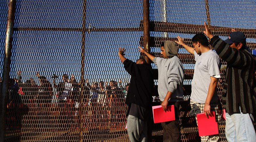 Meksika Sınırındaki Teller Kaçak Geçişleri Durduramıyor