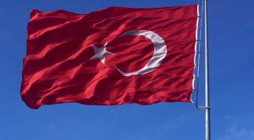 Türk bayrağına çirkin saldırı!