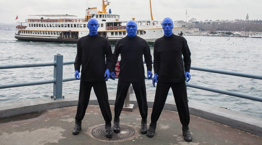 İstanbul sokaklarında Blue Man Group şaşkınlığı