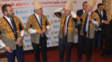 AKP Genel Başkan Yardımcıları, 'çete' kıyafeti giydi