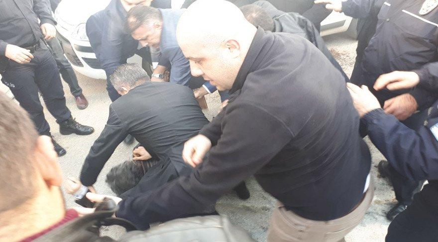 CHP Genel Merkezi önünde kendini yakmaya kalktı