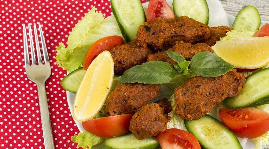 Etli ve etsiz çiğ köfte nasıl yapılır? İşte yemeye doyamayacağınız en kolay en pratik çiğ köfte tarifleri