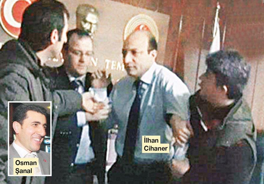 """YIL: 2010... BAŞSAVCININ ODASINI BASMIŞTI FETÖ sanığı eski savcı Osman Şanal, Şubat 2010'da """"Erzincan Ergenekonu"""" diye bilinen kumpas davası bahanesiyle İlhan Cihaner'in odasını basmıştı. Cihaner tutuklanmıştı."""