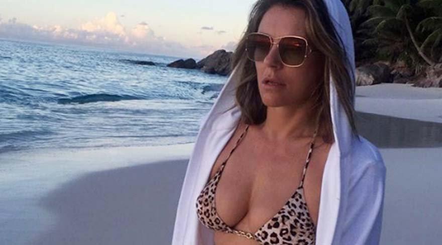 Elizabeth Hurley bikinili pozlara devam ediyor
