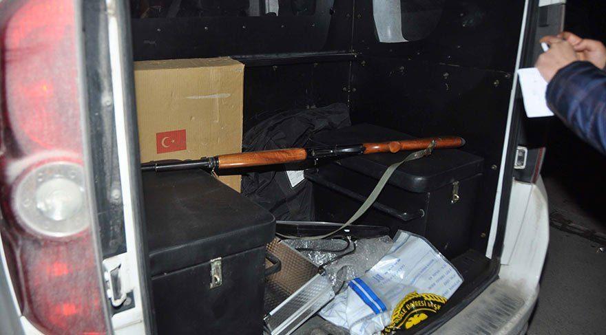 Evine gelip para isteyen 2 kişiyi av tüfeğiyle öldürdü
