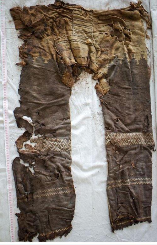 Çin Türkistanı'ndaki Yanghai kurganlarında bulunan dünyanın bilinen ilk pantalonu http://www.archaeform.de