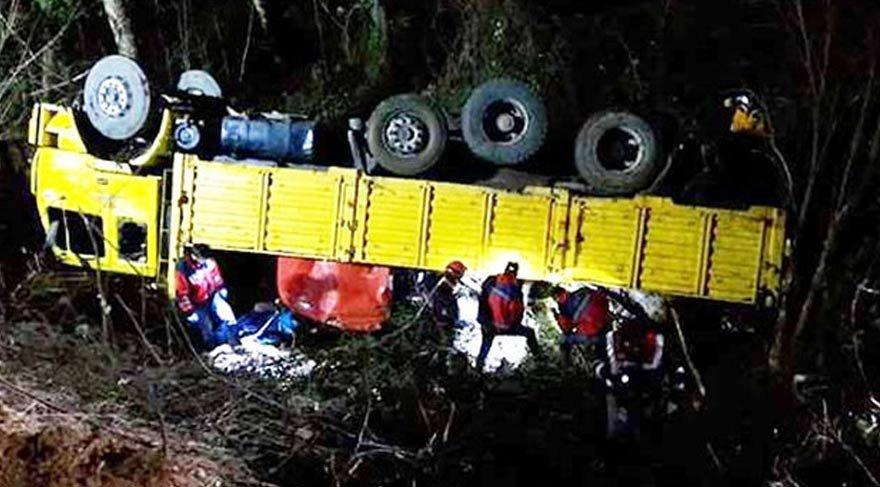 İşçileri taşıyordu! Şarampole uçtu: 2 ölü, 12 yaralı