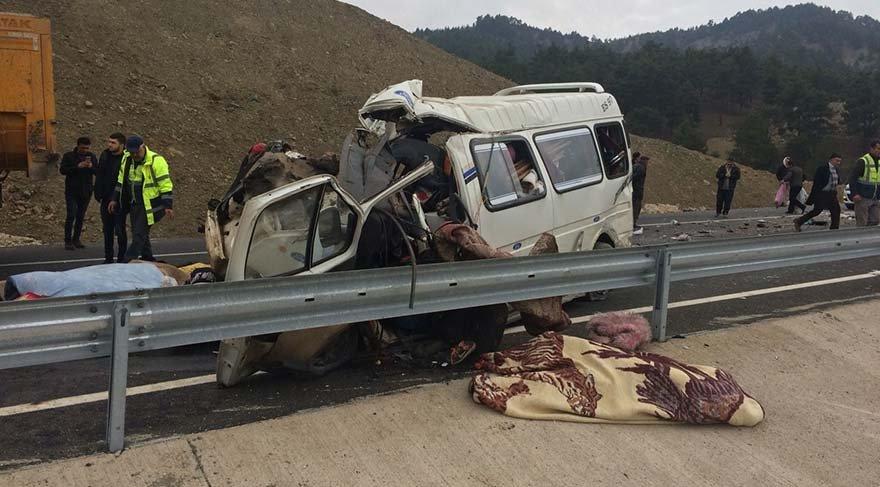 Kahramanmaraş'ta feci kaza: 9 ölü, 8 yaralı