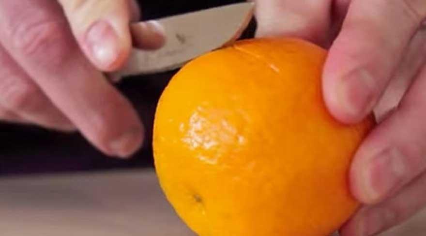 Mandalina kabuğununun içine zeytinyağı dökülünce bakın ne oluyor?