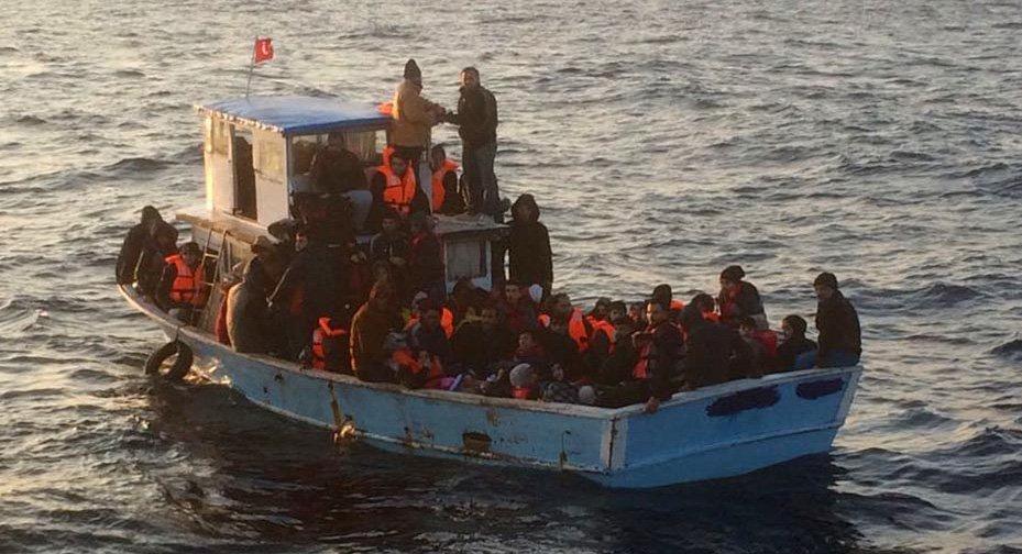 84 Suriyeli Mersin'den demir aldı