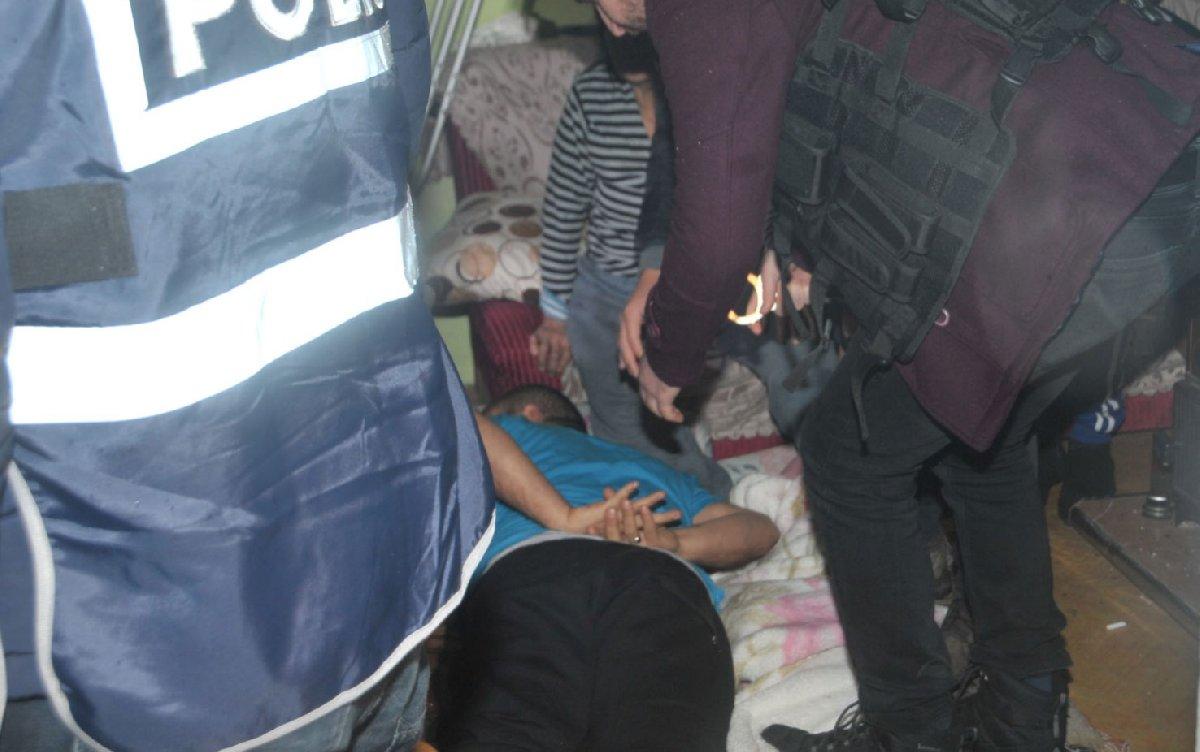 FOTO:SÖZCÜ - Polis ve jandarma uyuşturucu tacirlerinin sürekli ensesinde. Hemen her gün yurt çapında operasyon düzenleniyor.