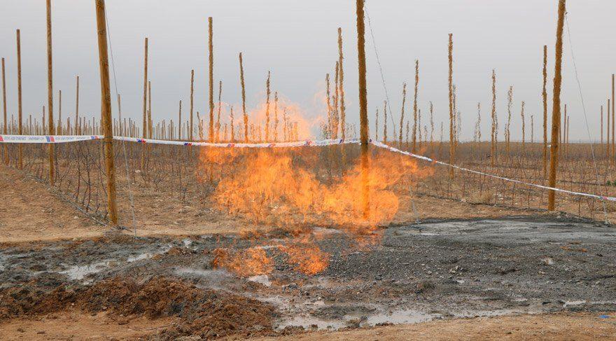 Su aramak için kazdılar doğalgaz çıktı
