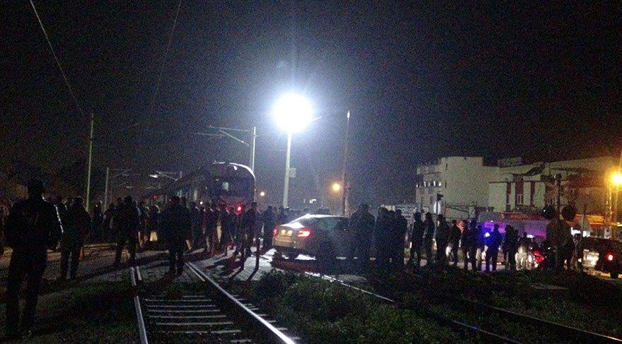 Tren motosiklete çarptı! İki ölü