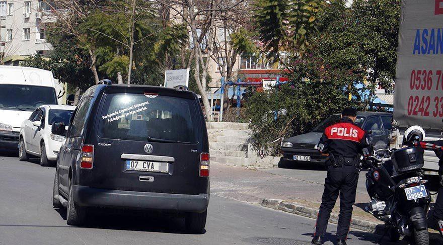 Antalya'da trafikte eli silahlı baygın adam alarmı!
