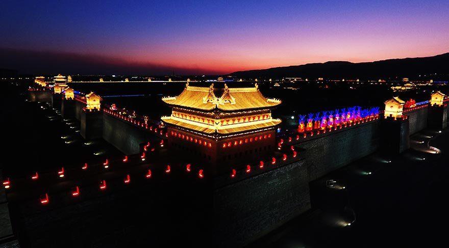 Taiyuan Tapınağı'na özel ışıklandırma