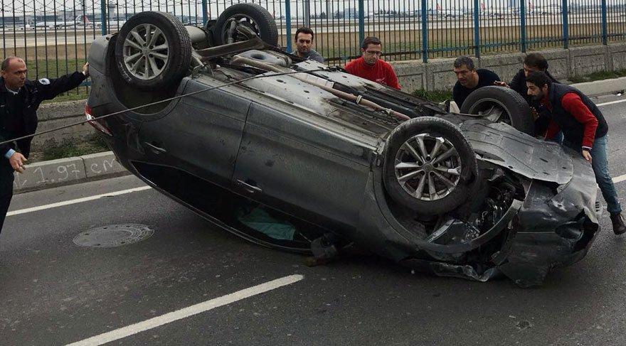 Takla atan aracı, trafikte kalan sürücüler düze çevirdi