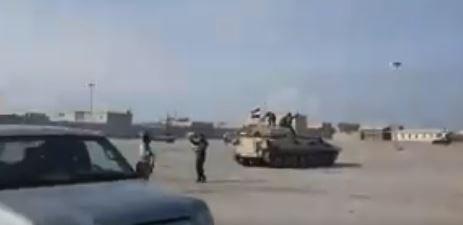Suriye devlet televizyonu Suriye bayrağı taşıyan araçlardan oluşan bir konvoyun videosunu yayınladı.
