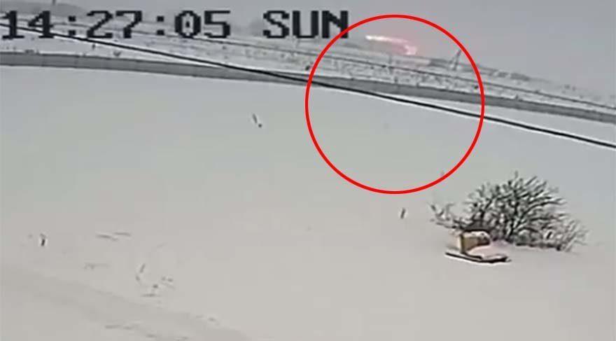 İşte Rusya'da düşen uçağın çakılma anı!