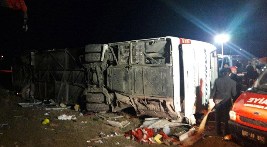 Van'da korkunç kaza! Otobüs devrildi! 2 ölü, 21 yaralı var…