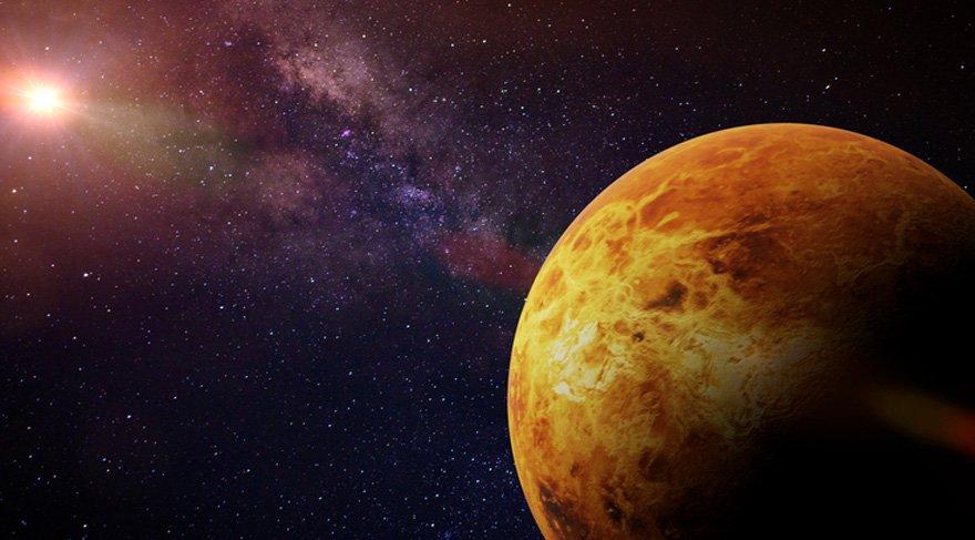"""Venüs'ün Balık burcundaki sevgisi biraz daha evrensel bir sevgi durumu göstermekte. Adeta Yunus Emre'nin söylediği """"Yaradılanı sev Yaradandan ötürü"""" gibi. Burada özellikle sevgi konusunda adeta sınırsızlık, belki de limitleri belirleyememe durumu söz konusu."""