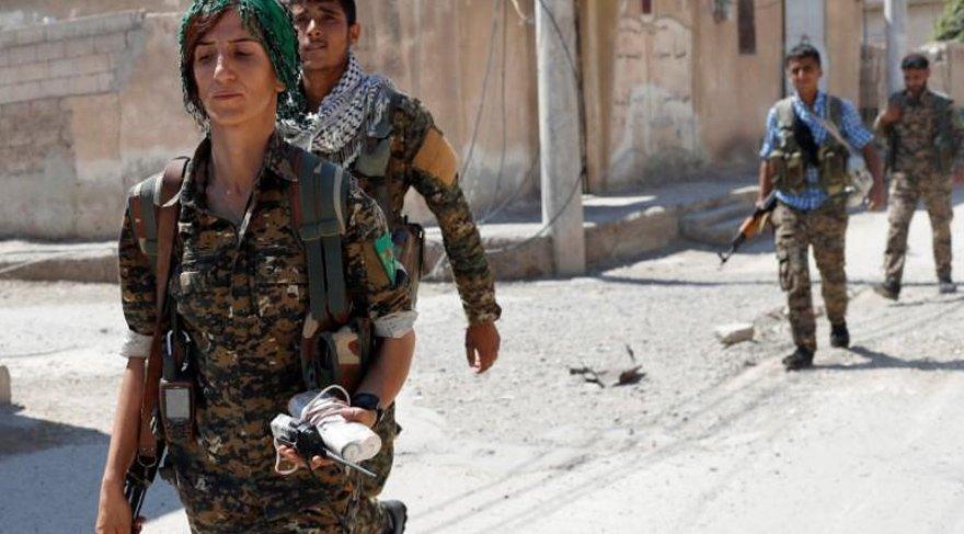 FOTO:Reuters- PYD/PKK'lı teröristler sözde bu üniformaları giyiyor.