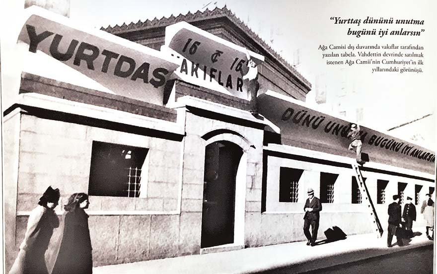 İşgal yıllarında Osmanlı hükümetince satılmak istenen, bakımsız harap haldeki Beyoğlu Ağa Camii, 1937'de CHP tarafından onarılıp ibadete açıldı. (Atilla Oral, İşgalden Kurtuluşa İstanbul, s. 536)