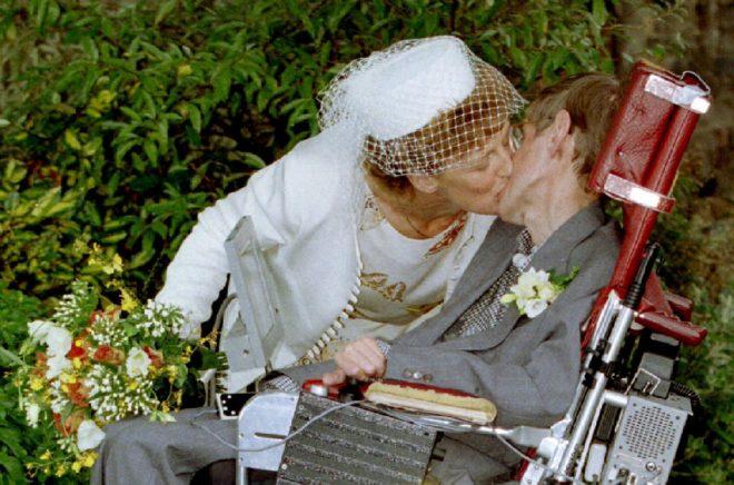 Hawking ve ikinci eşi Elaine Mason'ın 1995'teki düğününe ait bir fotoğraf.